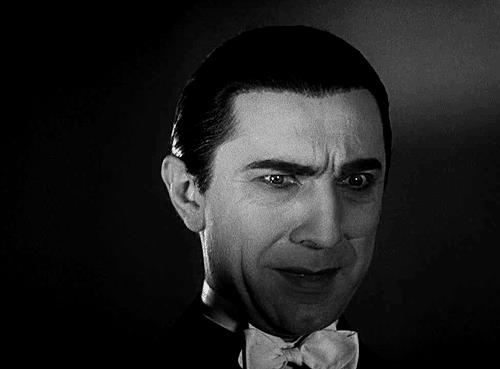 Gif di Dracula che soggigha
