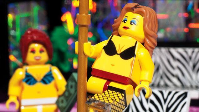 Due figurine del LEGO strip club