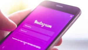 Uno smartphone con la schermata di Instagram