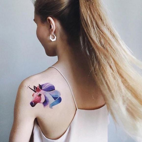 Un tatuaggio watercolor con un unicorno - Tatuaggi acquarello, alcune fantastiche idee per i tuoi lavori