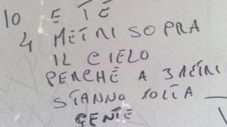 Scritta sgrammaticata sul muro