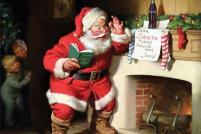 Babbo Natale osserva una Coca-Cola