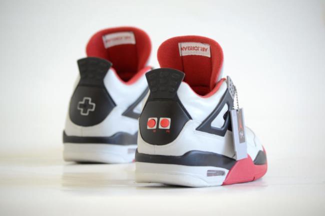 Una delle foto di presentazione delle nuove Air Jordan a tema NES.
