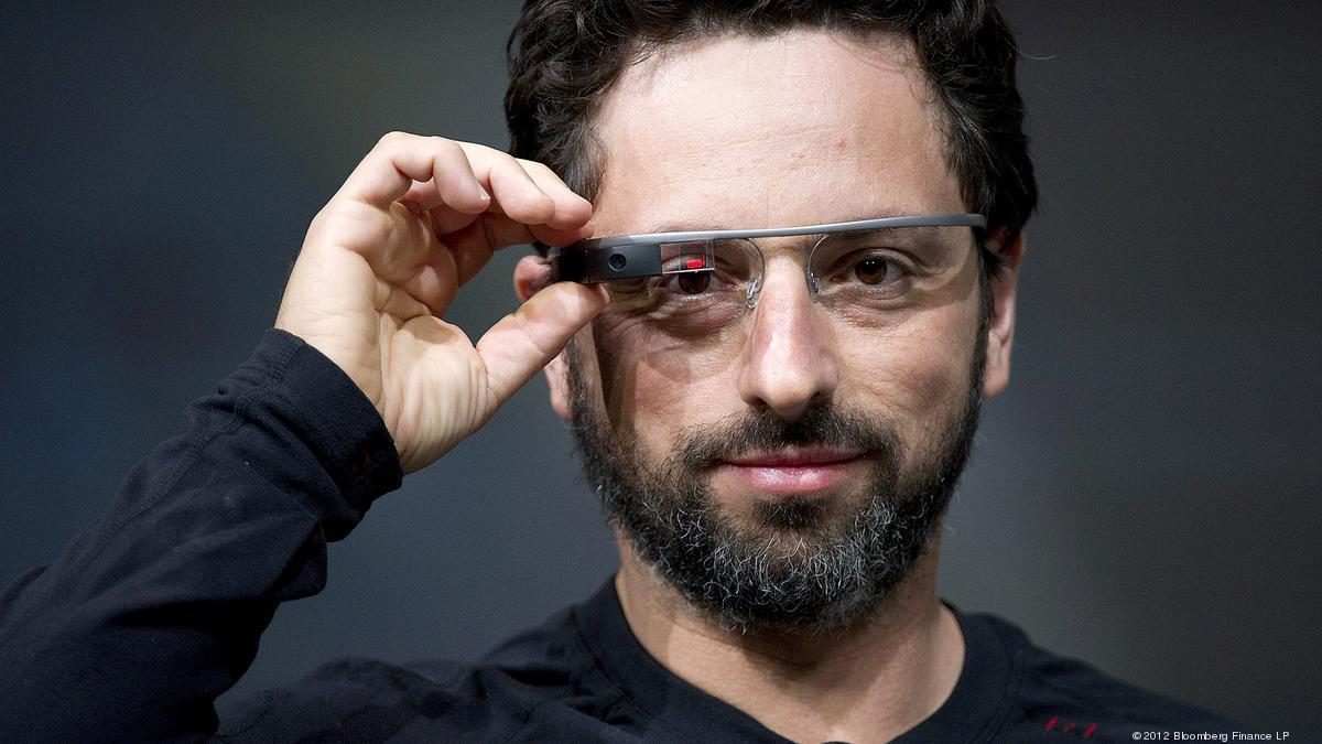 Sergey Brin fotografato mentre indossa uno dei suol ultimi progetti: i Google Glass