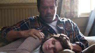 Arnold Schwarzenegger in una scena di Maggie, in uscita nel 2015