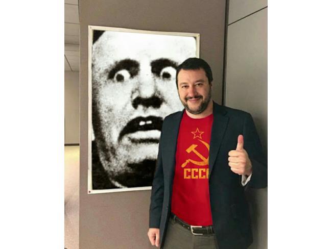 Meme di Salvini con Mussolini
