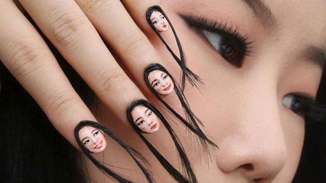 Dain Yoon con le sue inquietanti unghie