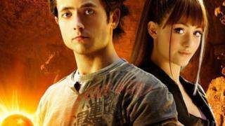 Goku e Bulma, interpretati da Justin Chatwin ed Emmy Rossum