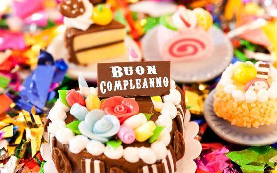 Una serie di torte di compleanno - Immagini di buon compleanno, le più simpatiche da scaricare gratis