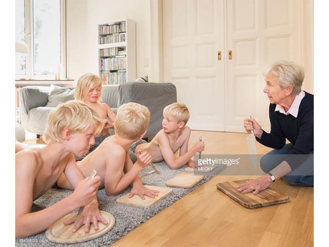 Dei bambini e la loro nonna