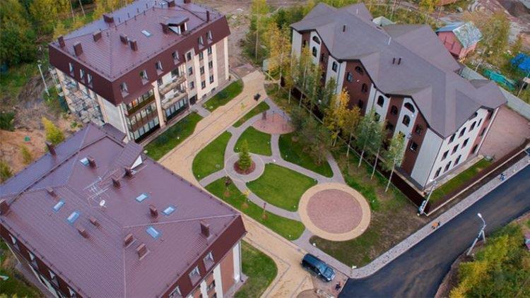 Il progetto del Veda Village comprende 7 condomini che possano ospitare 210 famiglie.