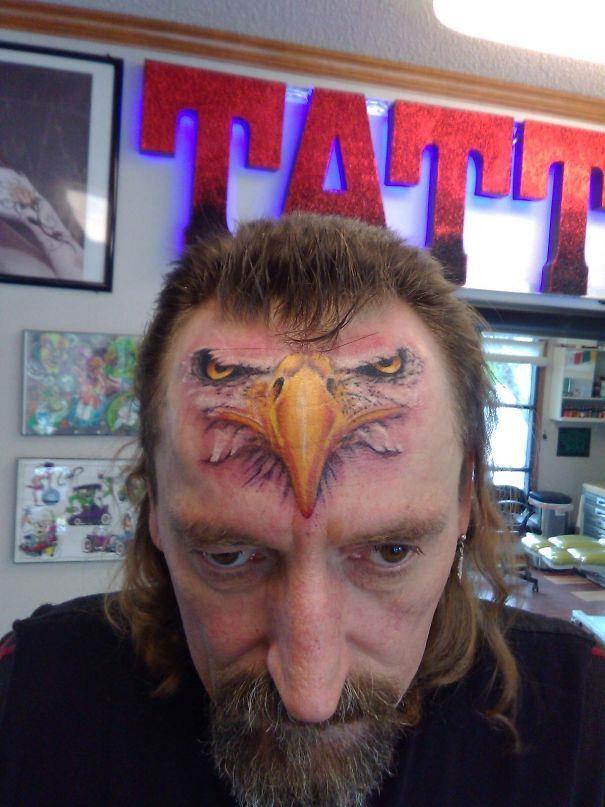 Un tatuaggio sulla fronte - I peggiori tatuaggi mai realizzati
