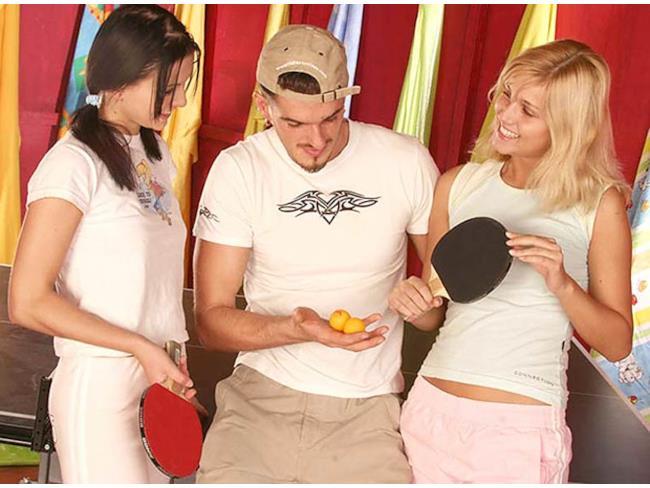 Scena iniziale di un film per adulti con palline da ping pong!