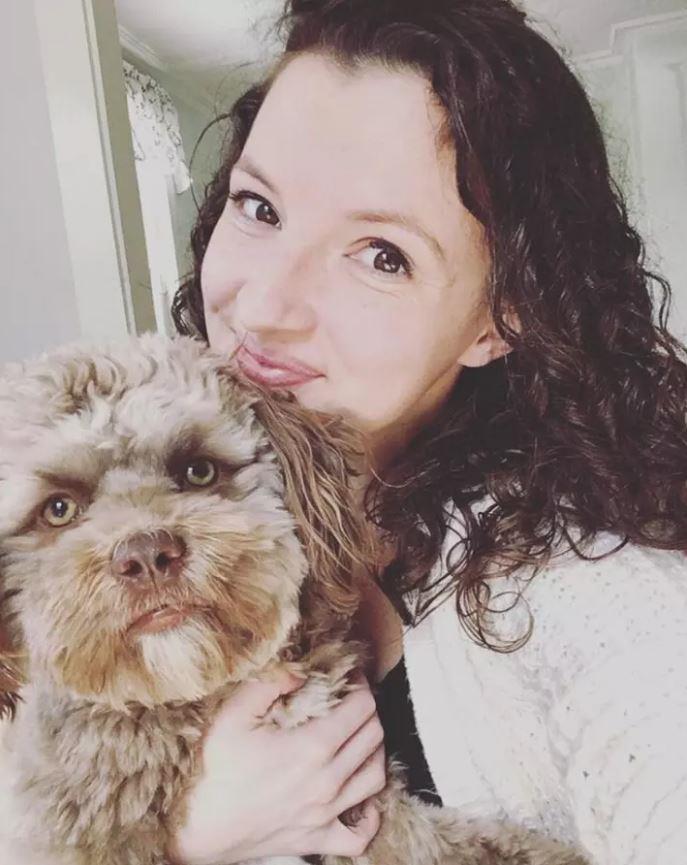 Chantal Desjardins tiene in braccio Yogi