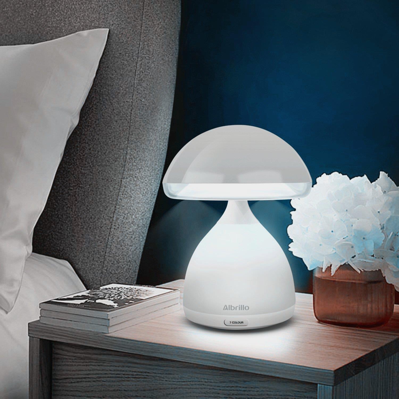 La lampada Albrillo su un comodino - Regali sotto i 10 euro