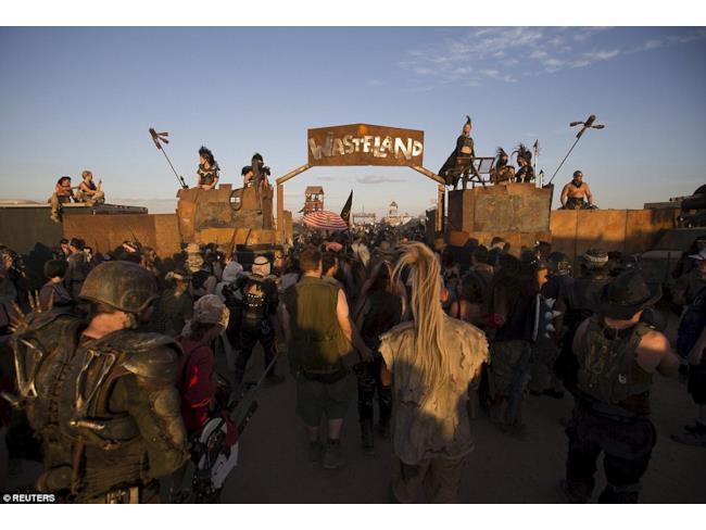 I fan di Mad Max al Wasteland Weekend