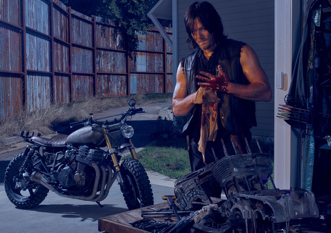 Daryl e la sua moto nella sesta stagione di The Walking Dead