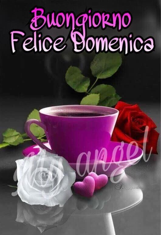 Un tazza di caffè con dei fiori