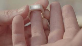 Foto dello Smart Ring attivo