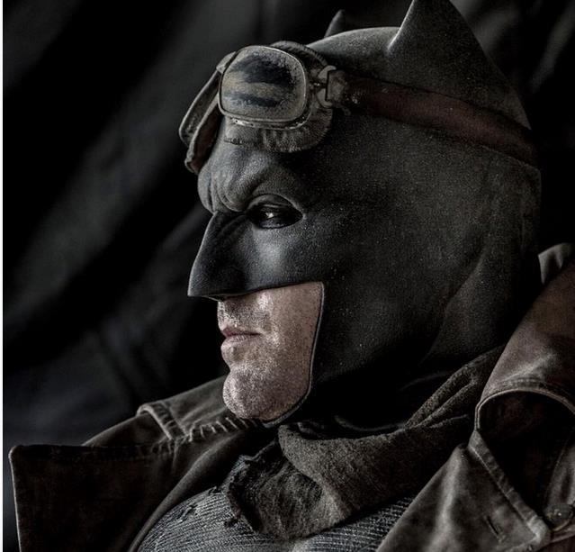 Nuova immagine di Batman con indosso un costume alternativo