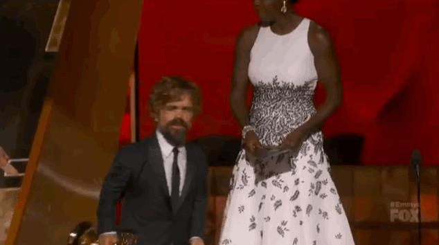 Peter Dinklage accetta l'Emmy 2015