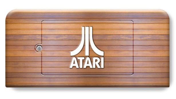 Il retro in legno della console