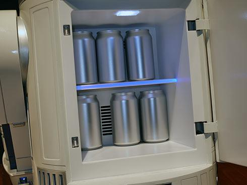 Il mini-frigo R2-D2 ha spazio per tante birre (e bibite)