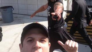 The Rock fotobomber