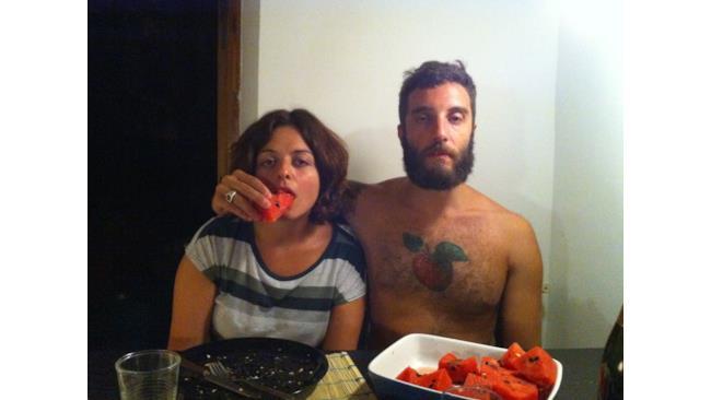 Mangiare anguria e mela