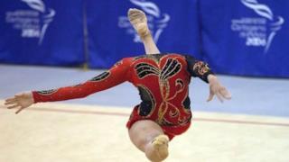 La ginnasta senza testa