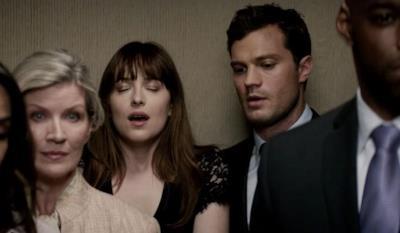Anastasia e Christian in una scena di Cinquanta sfumature di nero