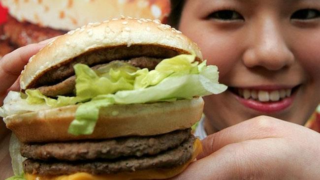 Un invitante Big Mac prima di essere divorato