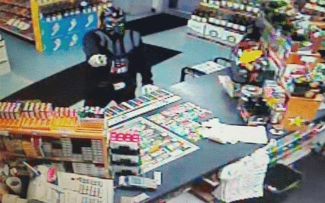 Darth Veder tenta la rapina in un negozio