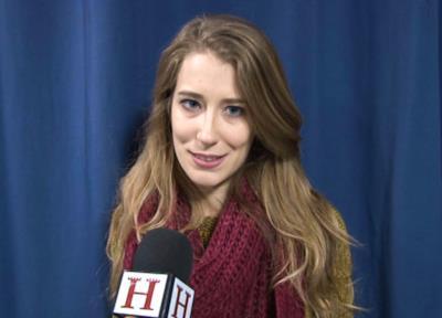 Alessandra Agola viene intervistata