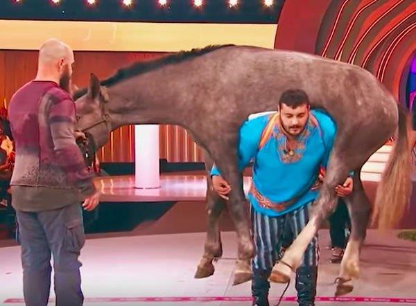 Dmytro Khaladzhi, campione nel sollevare cavalli