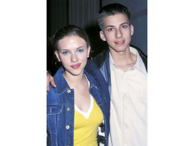 Scarlett Johansson con suo fratello