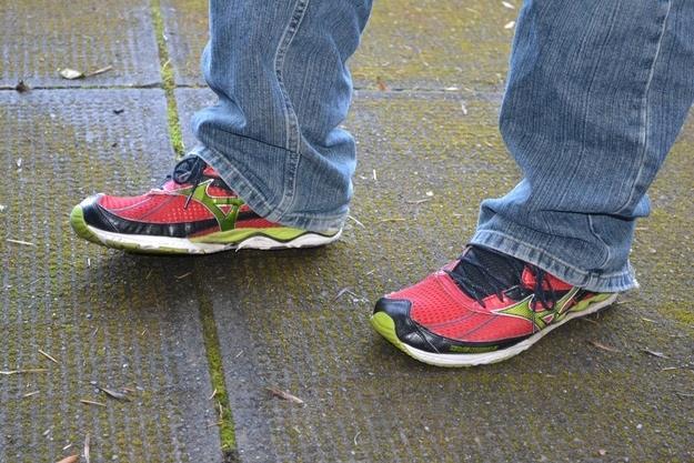 Scarpe da tennis con jeans