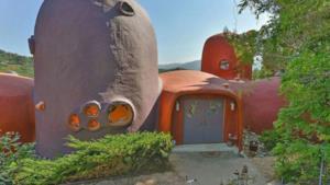 La copia della casa dei Flintstone a Hillsborough