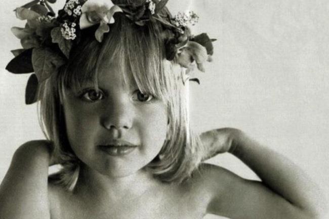Un'immagine di Angelina Jolie da adolescente