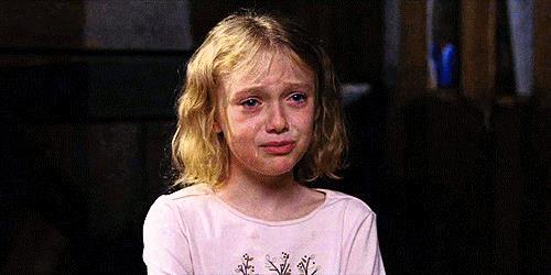 GIF bambina piange