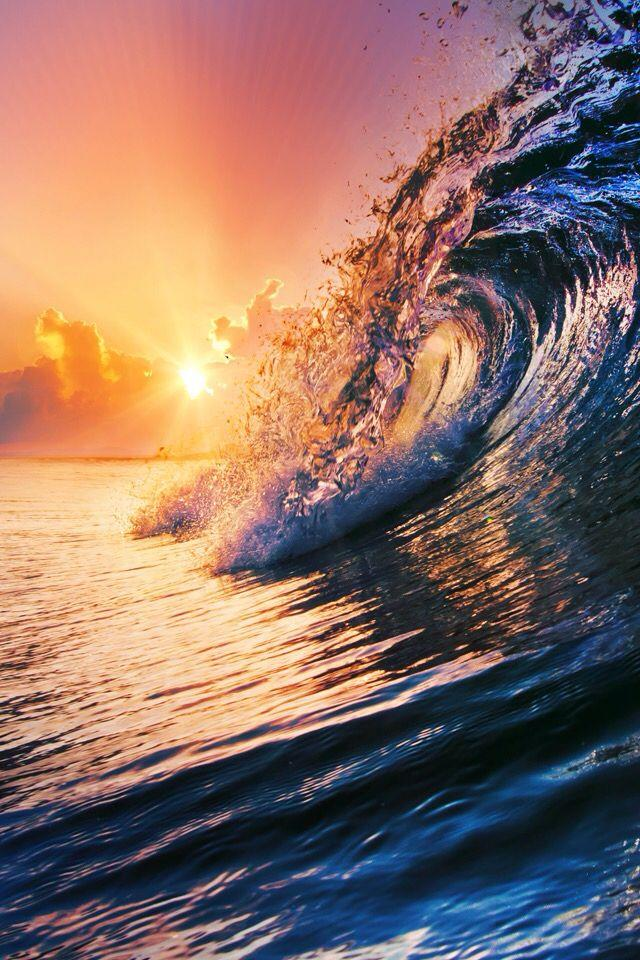 Una gigantesca onda nell'oceano - Sfondi per PC, iPhone, Android e profilo WhatsApp da scaricare