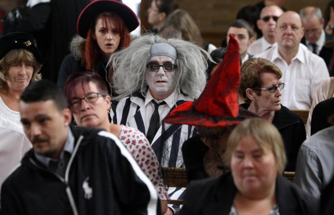 Il funerale a tema Halloween con Beetlejuice