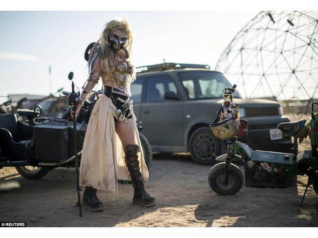 Una cosplayer nel ruolo di Immortan Joe