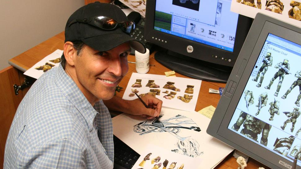 Todd McFarlane in posa mentre disegna