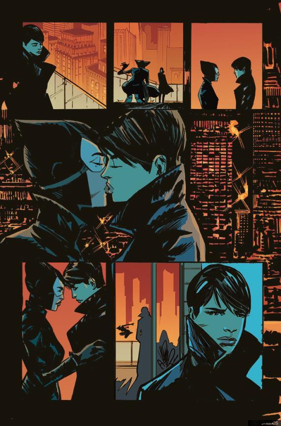 Catwoman bacia una donna