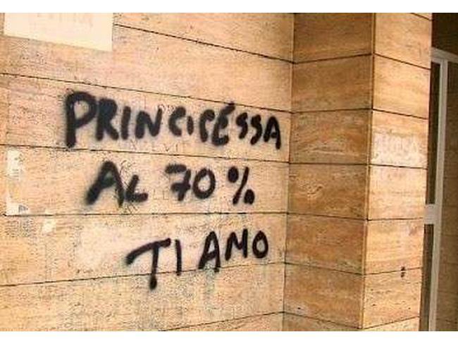 Scritta comica sul muro