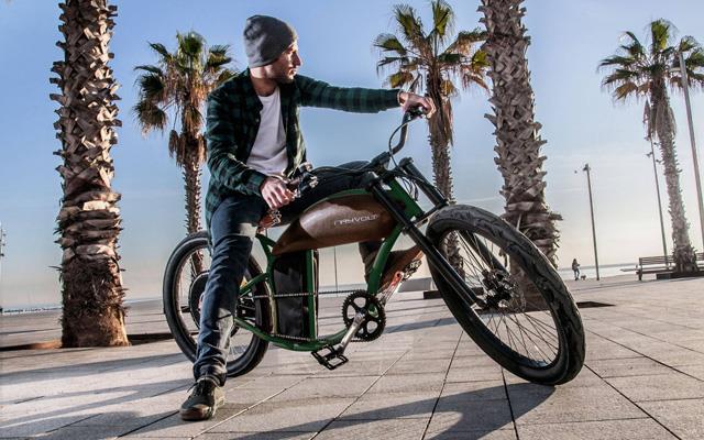 Andare in moto su una biciletta