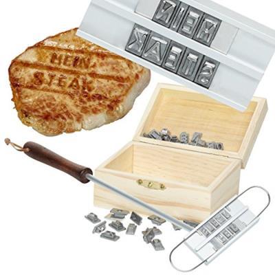 Il kit da grigliata per scrivere frasi sulla carne
