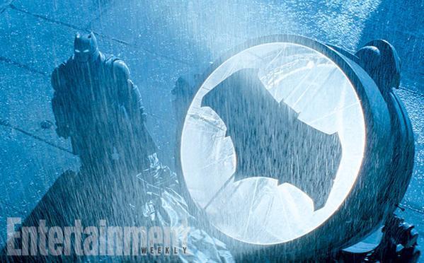 Batman in armatura in un'immagine di Batman v Superman
