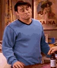 A Joey Tribbiani di Friends non importa un granchè - GIF di reazione ai commenti, le più divertenti da usare su Whatsapp e Facebook